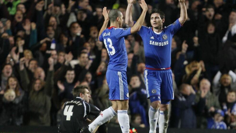 TO KJAPPE: Frank Lampard scoret to mål på under ett minutt mot slutten av cupkampen mot Ipswich. Foto: ALISTAIR GRANT/AP