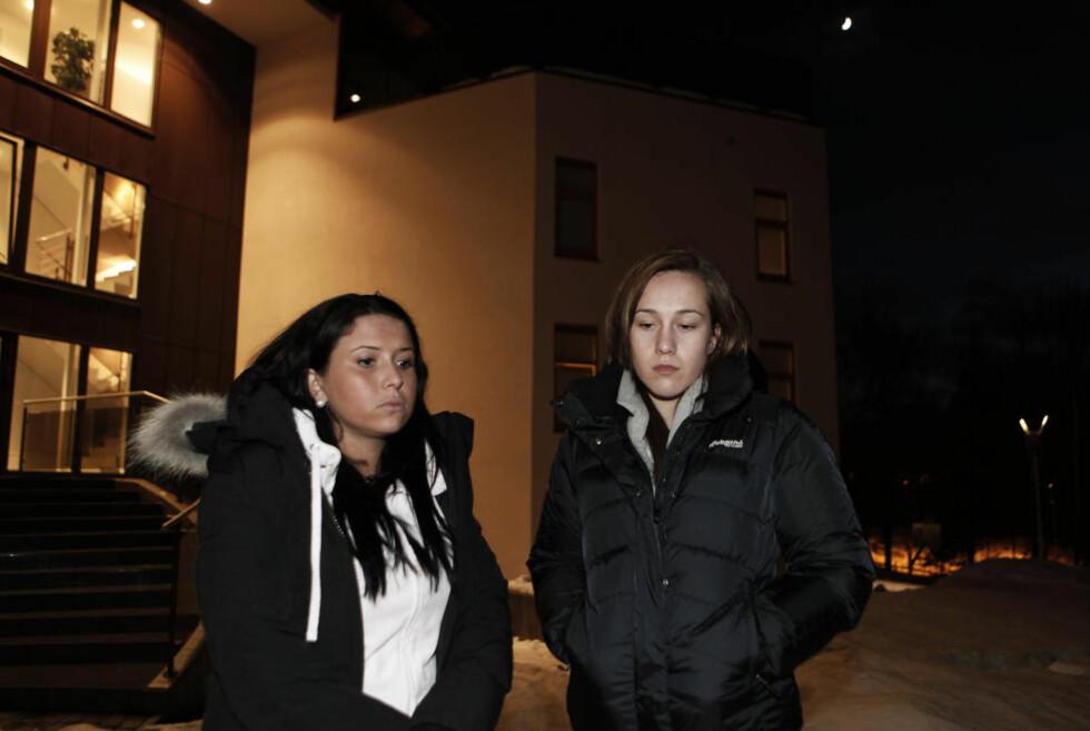MÅTTE SE:. Natalie Stray t.v og venninna til avdøde Constansa Hernandez, Maria Flaa Hardang, måtte se stedet der venninnen ble drept.. Foto: ERLING HÆGELAND/Dagbladet