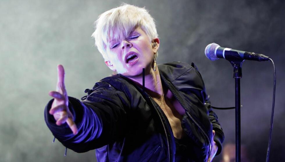 FESTIVALKLAR: Robyn var et av fjorårets aller mest omtalte og suksessrike artister - nå er hun klar for Hove. Her i aksjon på Øyafestivalen i fjor sommer. Robyn. Foto: Eirik Helland Urke
