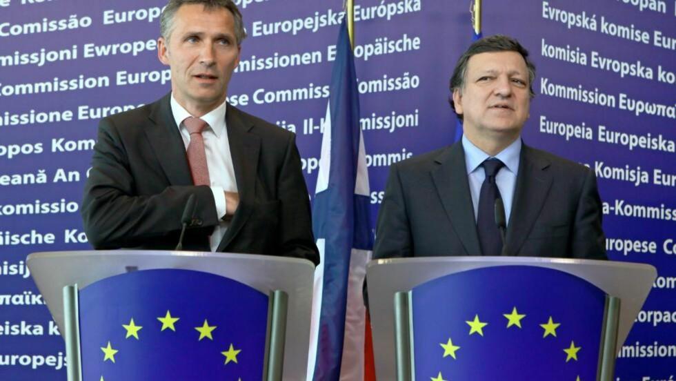 SAMARBEIDER: Norges statsminister Jens Stoltenberg (t.v.) sammen med EU-kommisjonens president for Europakommisjonen, Jose Manuel Barroso. Foto: SCANPIX/EPA