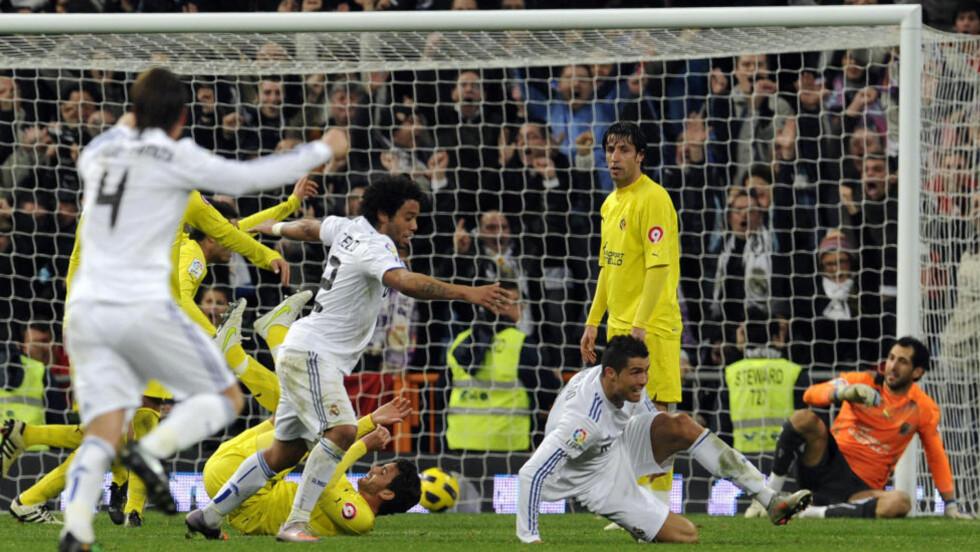 REDDET REAL: Villarreal ledet både 1-0 og 2-1 mot Real Madrid på søndag, men Cristiano Ronaldo utliknet to ganger. Her har han nettopp tryllet inn 3-2 for de helhvite - med sitt 22. ligamål for sesongen. Foto:  AFP PHOTO/ DOMINIQUE FAGET
