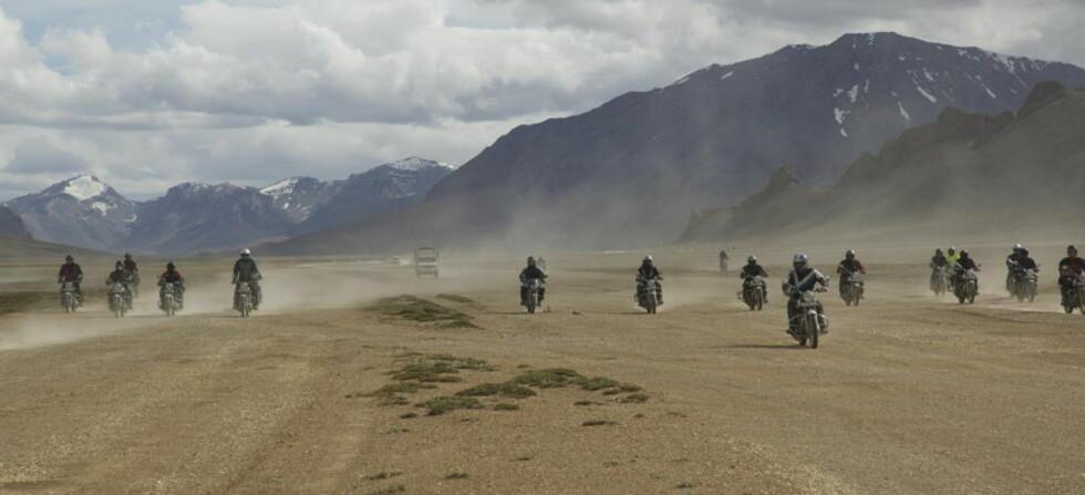 HIMALAYA: Verdens høyeste motorsykkeltur, over de tibetanske høyslettene i 4500 meters høyde. Foto: Indian Adventures