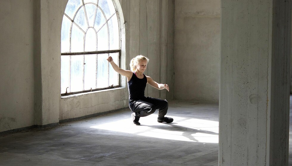 "Halling-prinsessa: Vilde Ellegaard Westeng vil bli Norges beste hallingdanser. I høst har hun hovedrollen i kinodokumentaren ""Med hjertet i dansen"".        Foto: Lars Reinholdt / Copyright Sant & Usant."