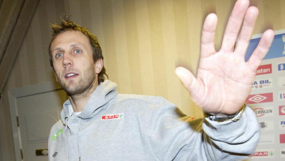 SYK: Steinar Ege må holde seg isolert på spillerhotellet. Foto: Morten Holm / Scanpix