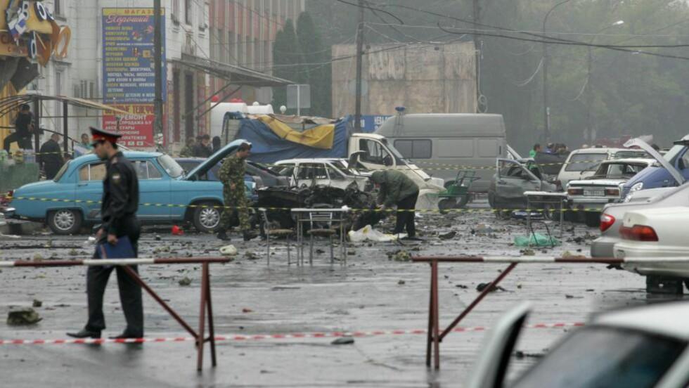 AKSJON MOT RUSSERE:  Her er krateret etter bomben som drepte 18 mennesker i Maria Amelies gamle hjemby Vladikavkaz 10. september i fjor. Allerede i morgen kan Maria Amelie være tilbake, for første gang på 13 år. FOTO: KAZBEK BASAYEV, REUTERS/SCANPIX.