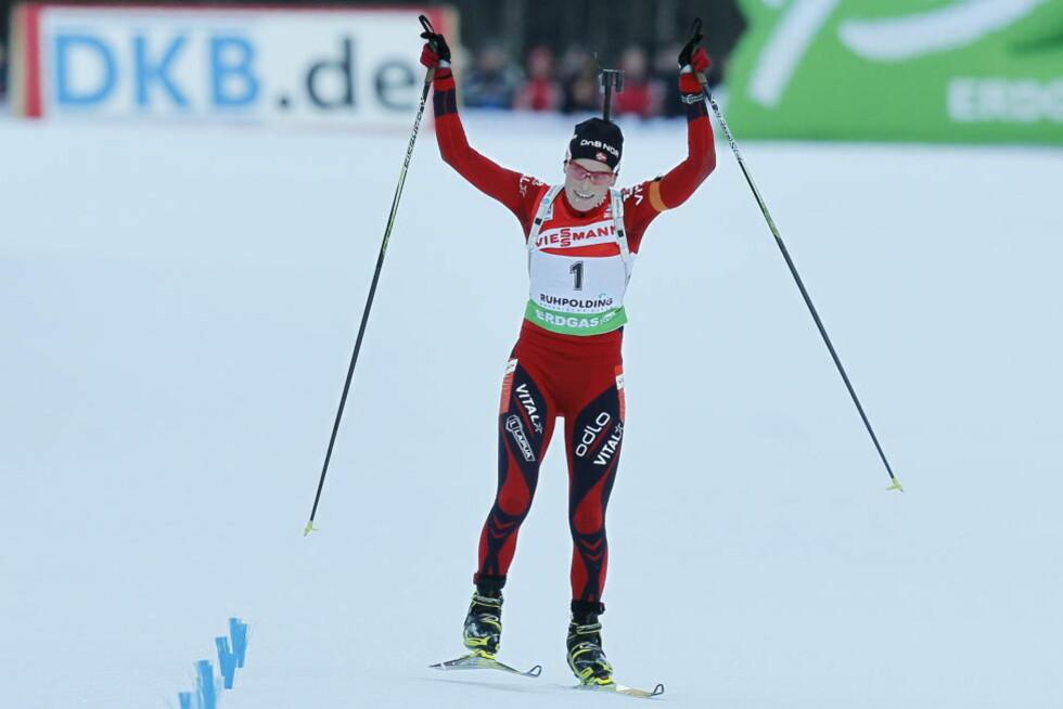 VANT IGJEN: Tora Berger gikk først ut og kom først i mål under jaktstarten i Ruhpolding da hun tok sesongens tredje verdenscupseier.Foto: Heiko Junge / Scanpix