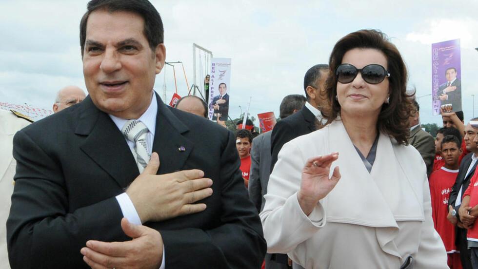 FLYKTET LANDET: Tunisias eks-president Zine al-Abidine Ben Ali og kona Leila er nå sammen i Saudi Arabia. Der har de etter alle solemerker også 1,5 tonn gull, som kona smuglet ut av landet like før helga. Her er de to avbildet under en presidentvalg-kampanje i oktober 2009, mens de fremdeles var Tunisias overhoder. Foto: Fethi Belaid/Afp/Scanpix