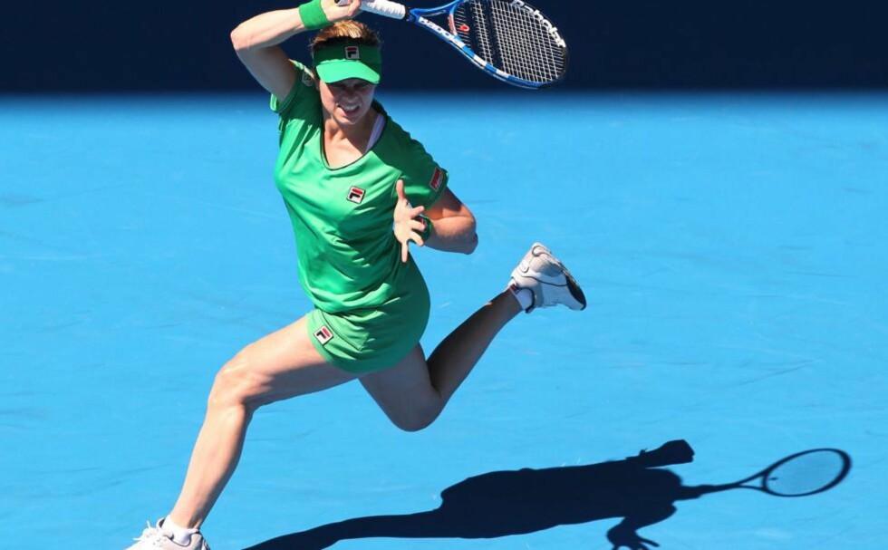 IKKE GRAVID: Kim Clijsters slo spanske Carla Suarez Navarro under Australian Open i går. I tv-intervjuet etterpå fikk hun avkreftet at hun er gravid, og samtidig tatt en søt hevn på intervjueren som trodde det. Foto: Barbara Walton, EPA/Scanpix
