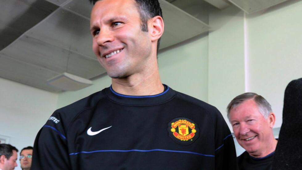 Fortsetter: Alex Ferguson har stor del av æren for at Ryan Giggs fortsetter i Manchester United  Foto: Keith Hammett / Dagbladet