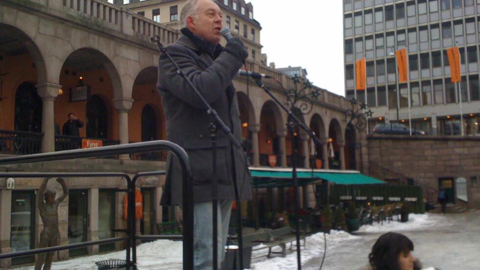 ALLE HAR KRAV PÅ Å BLI SETT: Petter Nome holder appell under en demonstrasjon på Youngstorget lørdag formiddag. Foto: Per Flåthe