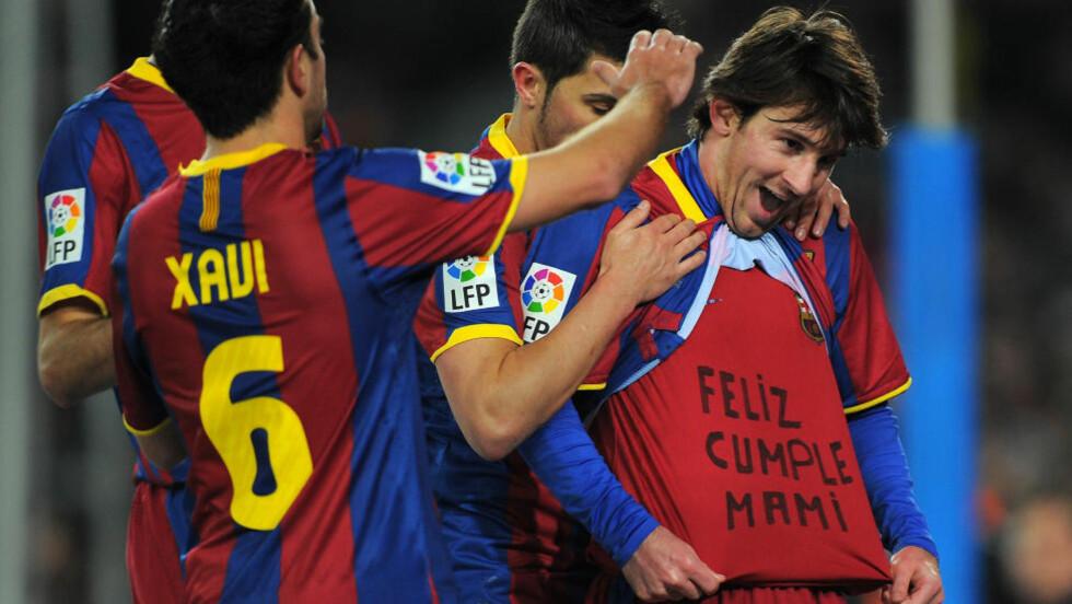 TIL MAMMA: Leo Messi la opp til ett mål og scoret et selv da Barcelona enkelt slo Racing Santander 3-0 i kveld.Foto: SCANPIX/AFP/ LLUIS GENE