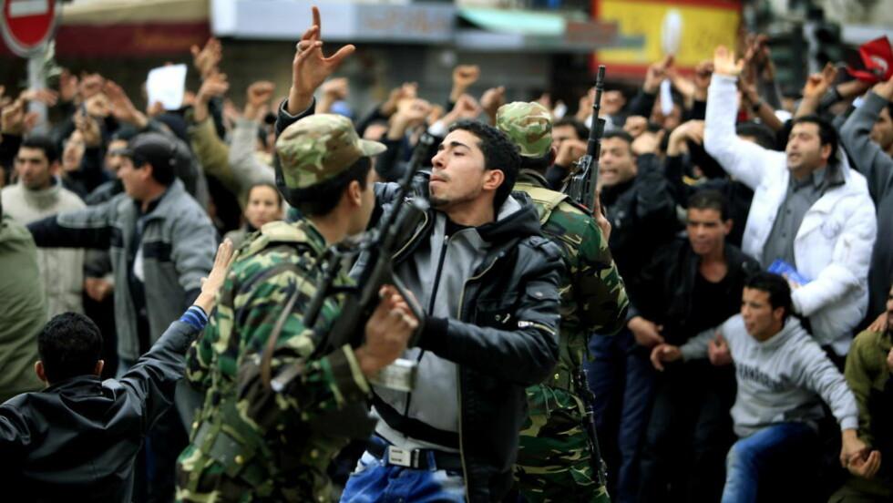 PATERNALISME: At opprøret i Tunisia dreier seg om en «Wikileaks-revolusjon», et opprør som ble satt i gang da sannheten ble avdekket av Vestens kloke menn, er mer enn bare et eksempel på medias selvsentrerthet og selvgodhet. Det er en oppdatert versjon av Den hvite manns byrde, mener Brendan O'Neill.Foto: Jacques Hvistendahl