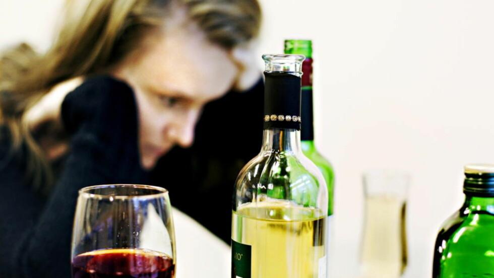 EN MYTE: - Det er neppe noen grunn til å tro at det er farlig at foreldre eller voksne nyter alkohol med barn til stede, sier rusforsker Hilde Pape. Illustrasjonsfoto: Frank Karlsen / Dagbladet