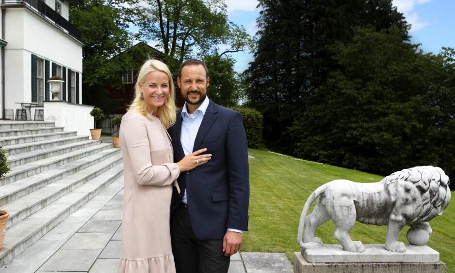 LEGGER OM: Kronprins Haakon leier ut boliger på Skaugum og en øy med hytte utenfor Risør. I 2015 ga det 1,4 millioner kroner i private inntekter, mens hoffet hadde utgifter til å skjøtte husene. Nå har Slottet endret praksis etter kritikk fra flere hold. Foto: Lise Åserud / NTB scanpix.