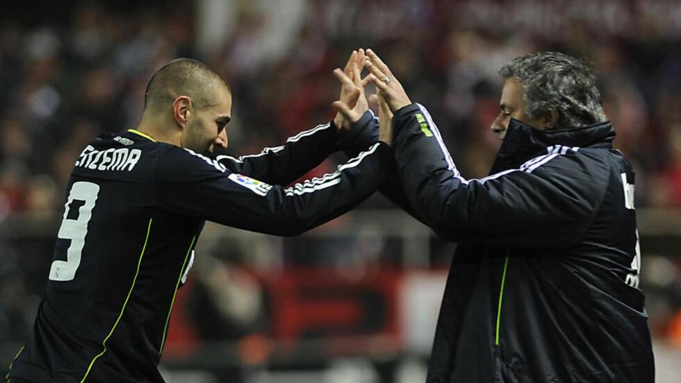 BURSDAGSGAVE: Karim Benzema gratulerte Jose Mourinho med 48-årsdagen med den avgjørende scoringen i første semifinale av Copa del Rey mot Sevilla. Foto: SCANPIX/AFP PHOTO/ CRISTINA QUICLER