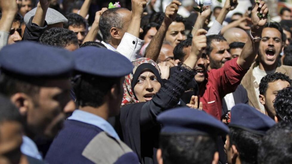 DEMONSTRERER:  Tusenvis av demonstranter har samlet seg i Sanaa, og krever at president Ali Abdullah Salehs går av. Foto: AP Photo/Hani Mohammed