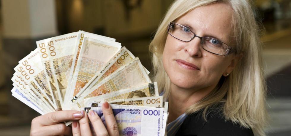 200 000 KRONER: Forbrukerøkonom Sidsel Sodefjed Jørgensen i DnB NOR har regnet ut forskjellen mellom lovpålagt minimum og en god ytelsesbasert tjenestepensjon på 70 prosent. Foto: STIG B. FIKSDAL