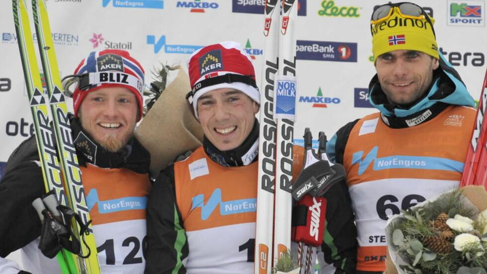 SENSASJON: Thomas Alsgaard gikk inn til en svært så overraskende bronse på 15 kilometeren i NM bak gullvinner Eldar Rønning (midten) og sølvvinner Martin Johnsrud Sundby (t.v.).Foto: Ned Alley / Scanpix