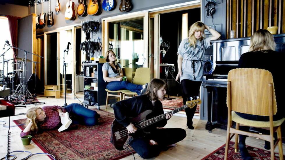 OVER TIL STUDIO: Norma Sass under innspillingen av sitt debutalbum i Ocean Recordings på Sunnmøre. Foto: Elisabeth Sperre Alnes / Dagbladet