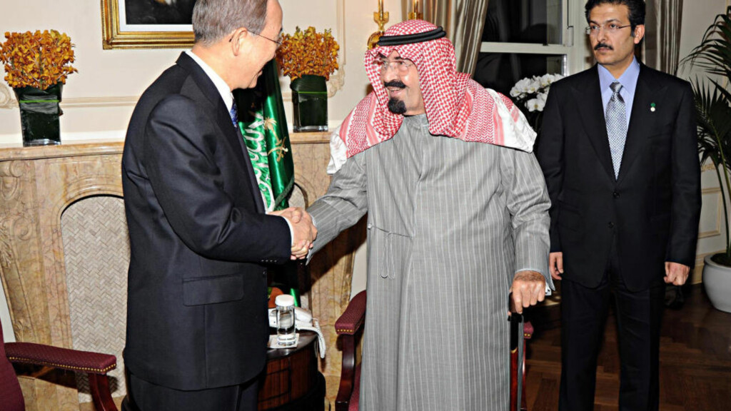 - STABILT: Saudi-Arabias enehersker Kong Abdullah hilste nylig på FNs generalsekretær Ban Ki-moon i New York. Nå skal han ha fått forsikringer fra Hosni Mubarak om at situasjonen i Egypt er stabil. Foto: REUTERS/Saudi Press Agency/Handout
