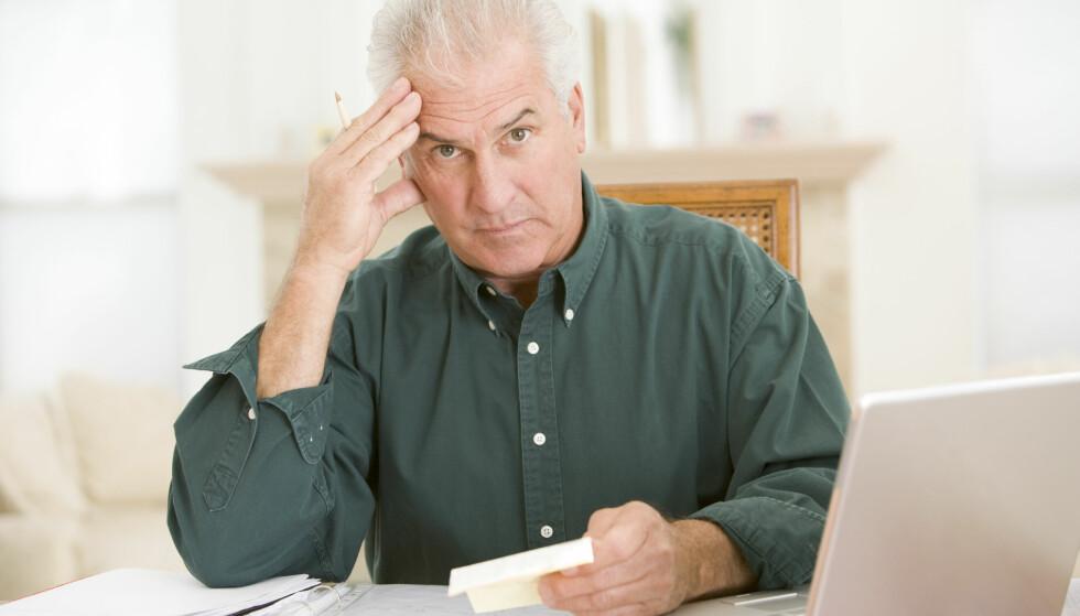 TIDLIG TEGN: At du ikke lenger får til det som før var lett, kan være et tidlig tegn på demenssykdom. Alzheimers sykdom starter gjerne i hjernen 20 år før det gir symptomer. Når det oppdages, er sykdommen gjerne kommet langt.  Foto: Shutterstock / NTB Scanpix