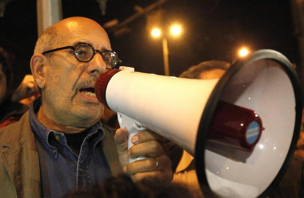 STØTTES: Egypts største og forbudte oposisjonsparti, Det muslimske brorskap, sier de nå står samlet sammen med resten av opposisjonen med Mohamed ElBaradei som leder. I kveld kom fredsprisvinneren til Tahrir-plassen i Kairo og talte til folkemengden der.Foto: REUTERS/Asmaa Waguih/Scanpix