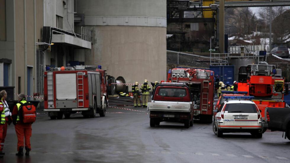 < EKSPLOSJON:  Tre personer ble skadd i en eksplosjon ved nikkelverket Xstrata i Kristiansand tirsdag ettermiddag.  Foto: Tor Erik Schrøder / Scanpix
