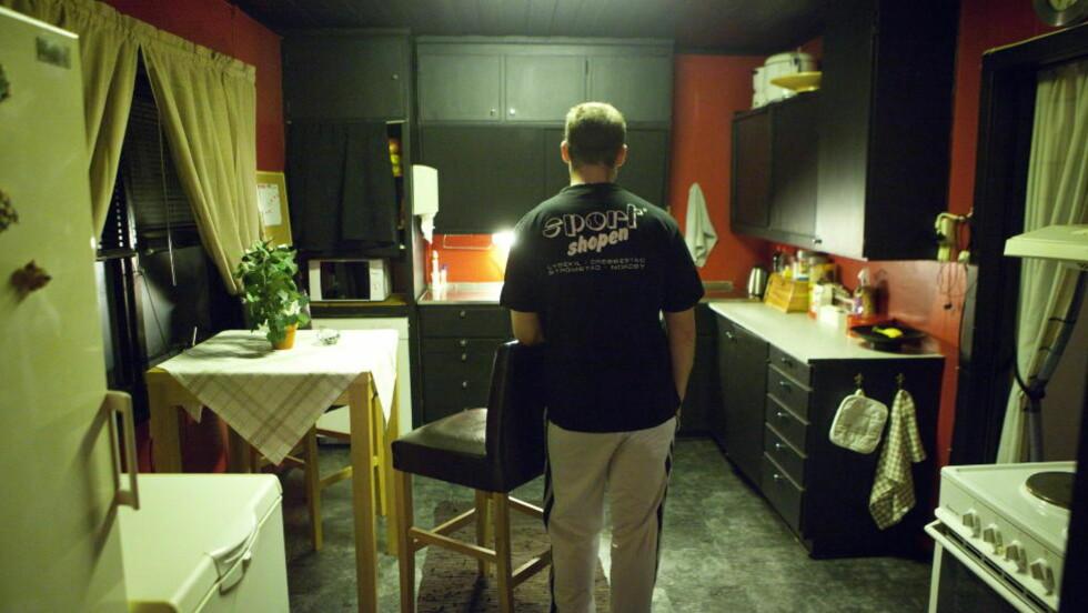 - IKKE SKREKKELIG: Den 25 år gamle sønnen bor fremdeles i huset der overgrepene skjedde. - Dette blir omtalt som «skrekkens hus», men jeg tenker ikke på huset som skrekkelig, sier sønnen til Dagbladet. FOTO: TORBJØRN BERG / DAGBLADET