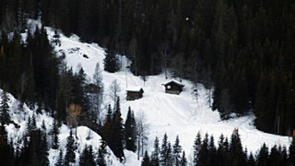 BARNDOMSHJEMMET: I denne  lille stua helt til venstre i bildet, vokste Sondre Norheim opp. Foto: OLE C. H. THOMASSEN