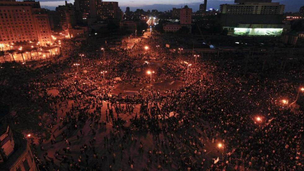 USIKKER NATT:  Det er aktivitet ved Tahrir-plassen også i natt. Demonstrantene frykter at det myndighetene vil sette inn en storoffensiv. Dette bildet er tatt av Tahrir-plassen for noen dager siden. Foto: AP Photo/Tara Todras-Whitehill/Scanpix