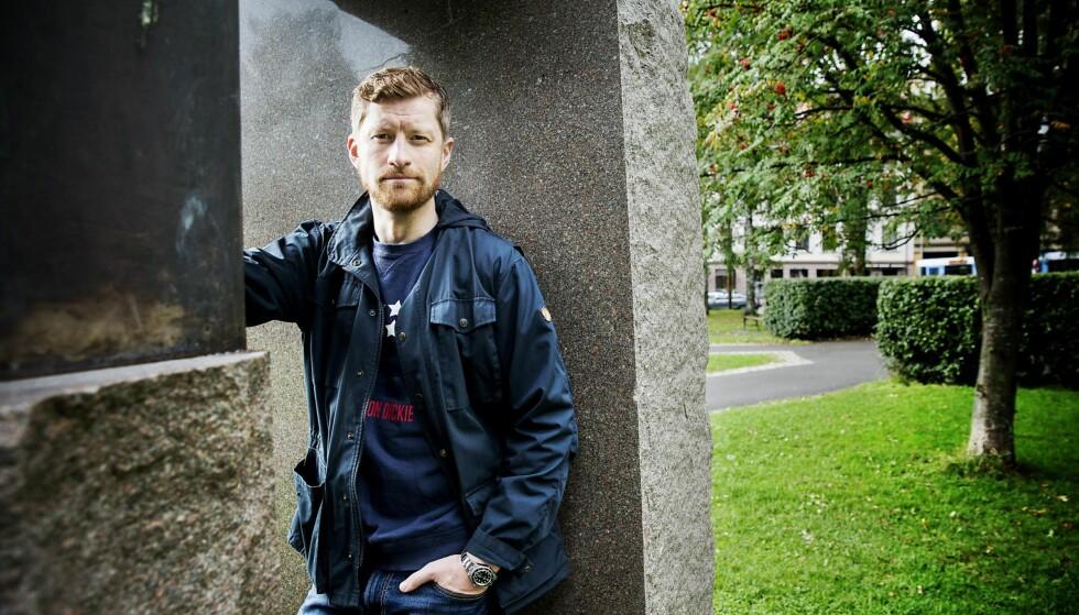OVERALT: Denne høsten ser man Odd-Magnus Williamson (36) i NRKs «Nobel» og TV3s «Aber Bergen». Samtidig står skuespilleren på teaterscenen med «Min pappas porno».