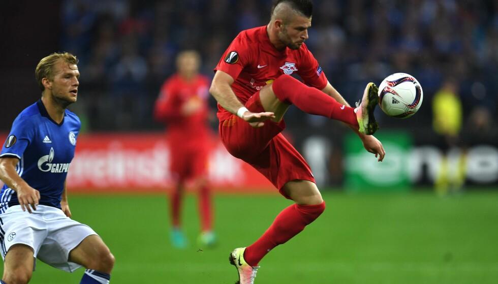 TAP: Salzburgs Valon Berisha fikk tillit fra start i bortekampen mot tyske Schalke i europaligaen. Foto: AFP PHOTO / PATRIK STOLLARZ