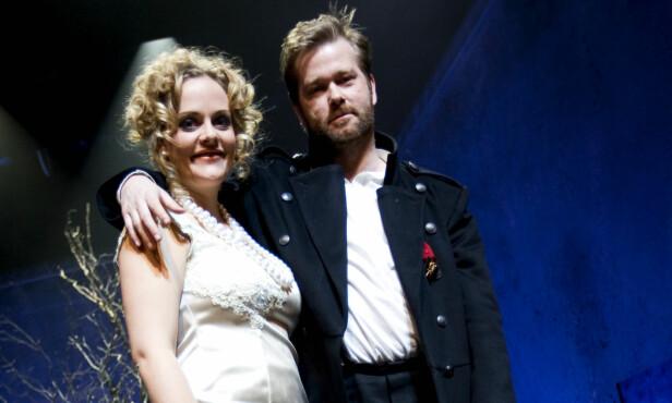 BRUDD: Henriette Steenstrup og Fridtjov Såheim går hvert til sitt etter ti års ekteskap. Her fra Nationaltheaterets oppsetning, Brødrene Karamasov, hvor de to spilte sammen i 2009. Foto:  Håkon Mosvold Larsen / NTB Scanpix.