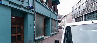 Bak denne døra i en bakgate i Oslo ligger en av verdens beste barer