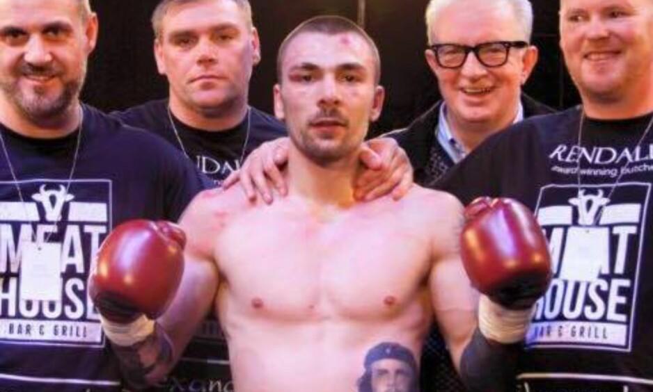 DØDE: Mike Towell (25) døde i natt etter skader han pådro seg i en boksekamp i Glasgow på torsdag. Foto: Mike Towell / Facebook