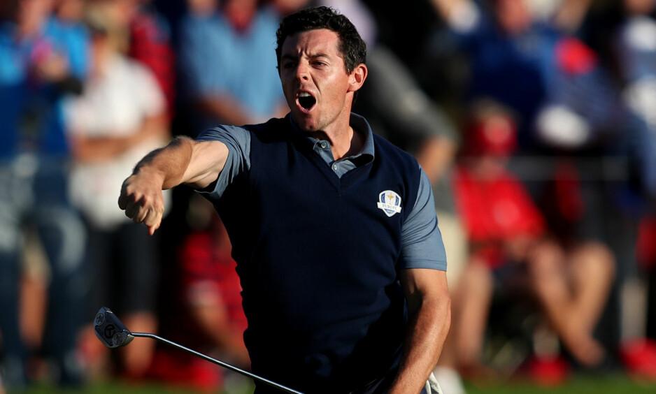 BAK: De europeiske tittelforsvarerne hentet seg inn etter en helsvart åpning av Ryder Cup, men USA endte med et overtak på golfkonkurransens første dag.  Foto: NTB Scanpix