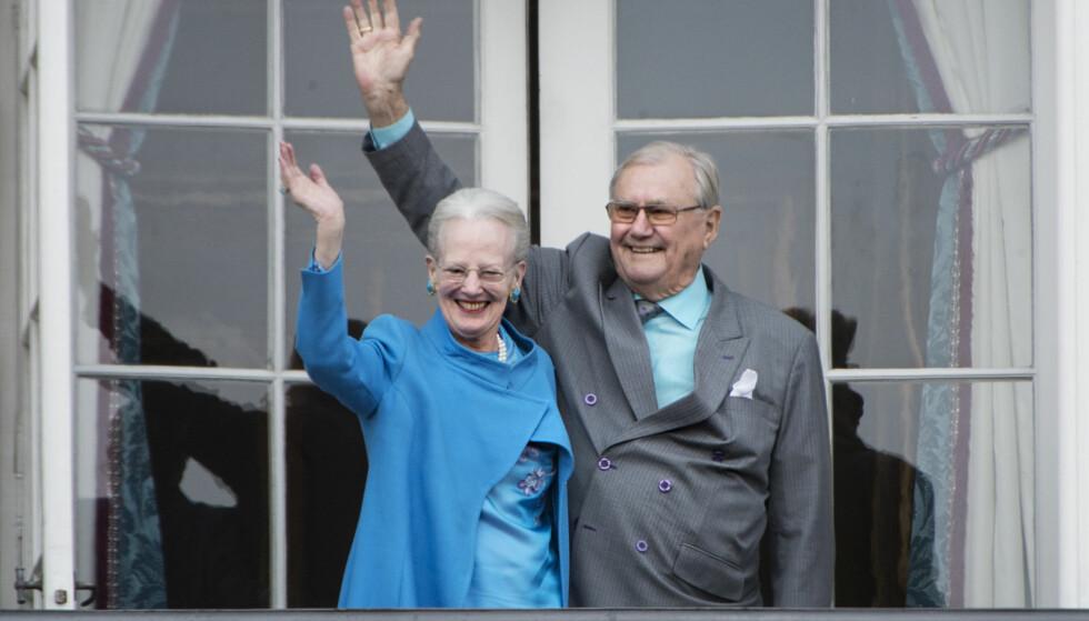 Dronning Margrethe vil ikke gå av med pensjon. Her sammen med sin ektemann prins Henrik. FOTO: Marie Hald / NTB Scanpix