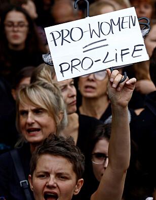 STEILE FRONTER: I abortdebatten i Polen. Foto: REUTERS/Kacper Pempel/NTB scanpix