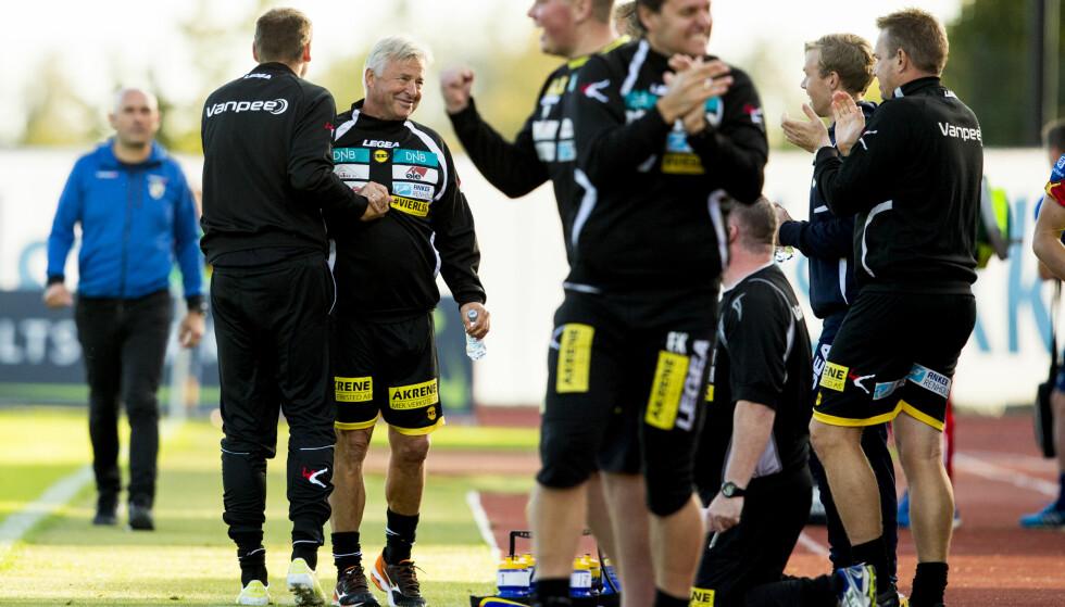 GLAD BENK: Arne Erlandsen og resten av trenerteamet kunne juble over tre poeng på Nadderud lørdag. Foto: Vegard Wivestad Grøtt / NTB scanpix