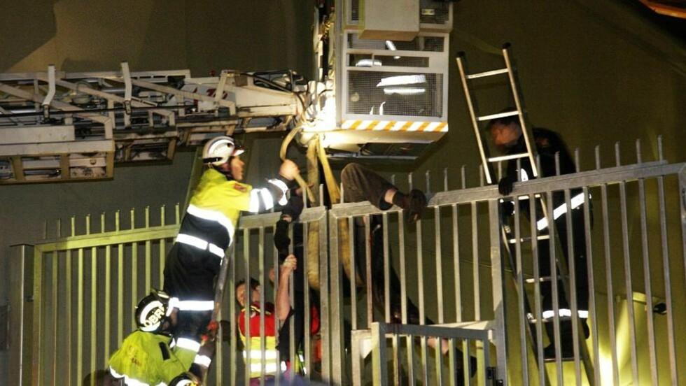 SPIDDET: Mannen i 60-årene fikk spiddet låret i forsøket på å klatre over porten. Foto: Svein Gustav Wilhelmsen