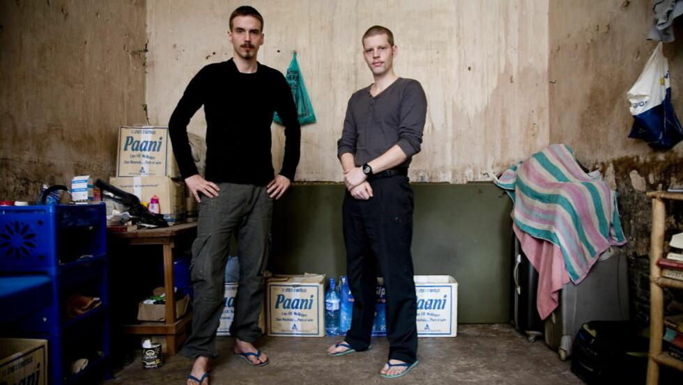 Vil ut: Tjostolv Moland (t.v.) og Joshua French har bodd i denne cella i Sentralfengselet i Kisangani siden juli 2009. Foto: Tore Bergsaker/Dagbladet