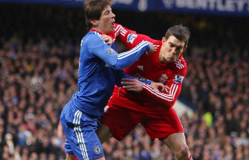 TAKK FOR SIST: Daniel Agger plantet en arm i ansiktet på Fernando Torres tidlig i 1. omgang. Dansken gjorde seg ikke mindre populær blant Liverpool-fansen med den hilsenen. Foto: EPA/GEOFF CADDICK