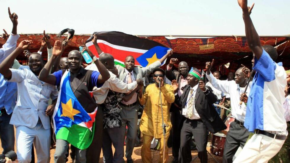 NYTT LAND I AFRIKA:Sør-Sudanesere feirer etter  tidlige målinger som viser at et klart flertall har stemt for løsrivelse. Idag kom det endelige valgresultatet som viste at 99 prosent stemte for et nytt land i Afrika. Foto: Philip Dil/EPA/Scanpix