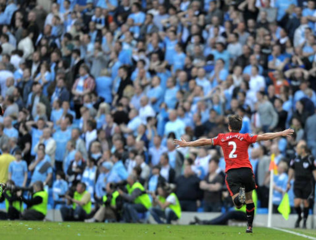 LETTELSE FOR POLITIET: Gary Neville har spilt sitt siste Manchester-derby. Det er kanskje politiet aller mest glad for. Foto: AFP PHOTO/ANDREW YATES