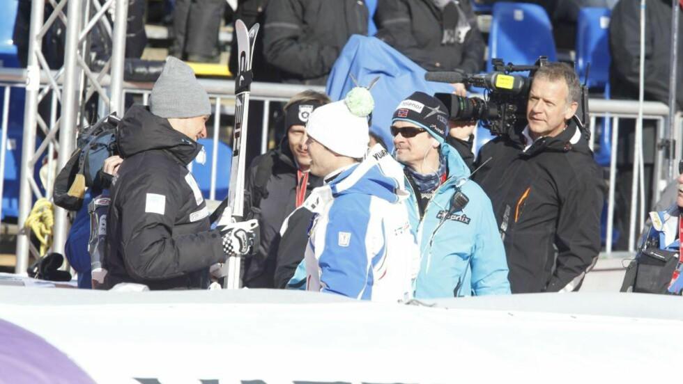 GOD TONE: Aksel Lund ble stanset av italiensk TV etter trening, der han lot seg intervjue sammen med gårsdagens gullvinner Christof Innerhofer.