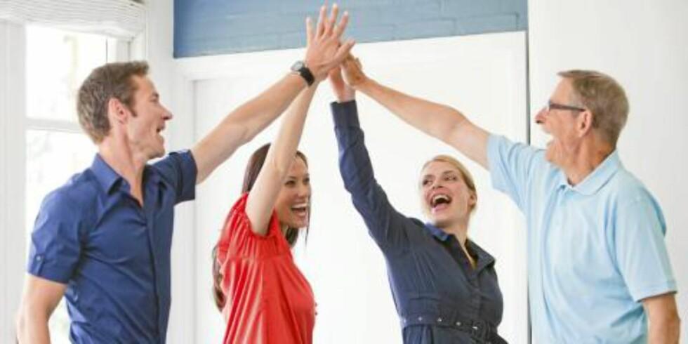 TRIVSEL: Jobben og venner er de viktigste kildene til lykke. Illustrasjonsfoto: Colourbox.com