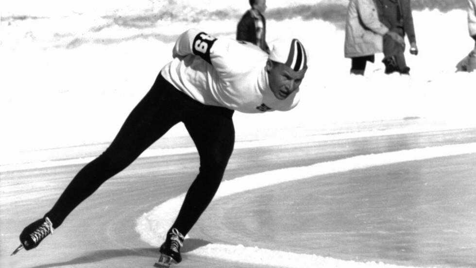 SKØYTEPOESI: Knut «Kupper'n» Johannesen tok sitt første OL-gull på 10.000 meteren i Squaw Valley i 1960. Det inspirerte Olav H. Hauge til å skrive tidenes skøytedikt. Arkivfoto: SCANPIX