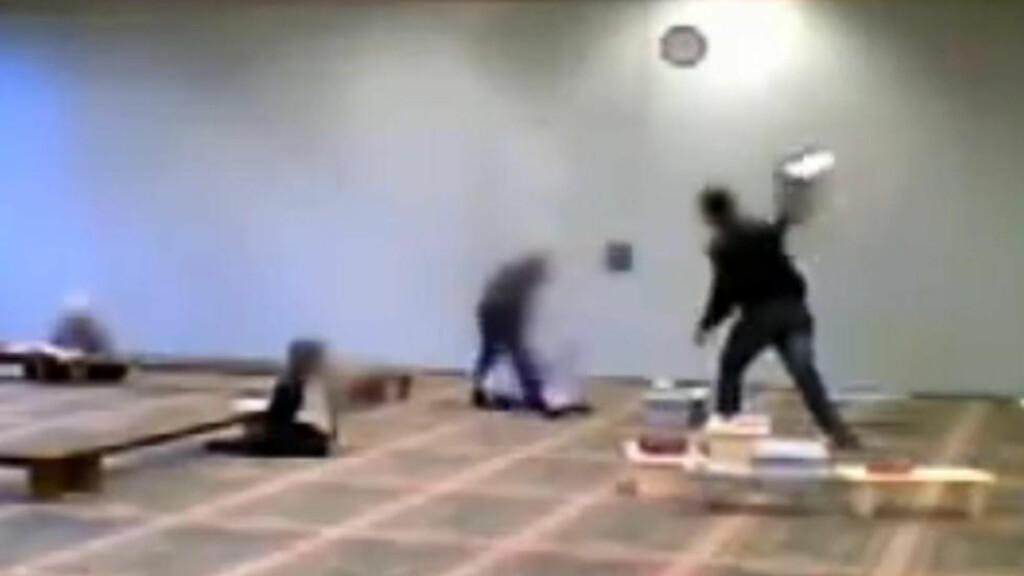 SJOKKERENDE:  Det er enighet om at forholdene ved denne muslimske skolen er sjokkerende, men Frp og Ap står steilt imot hverandre når det gjelder om dette skal få noe å si for muslimske skoler i Norge. Foto: Channel 4