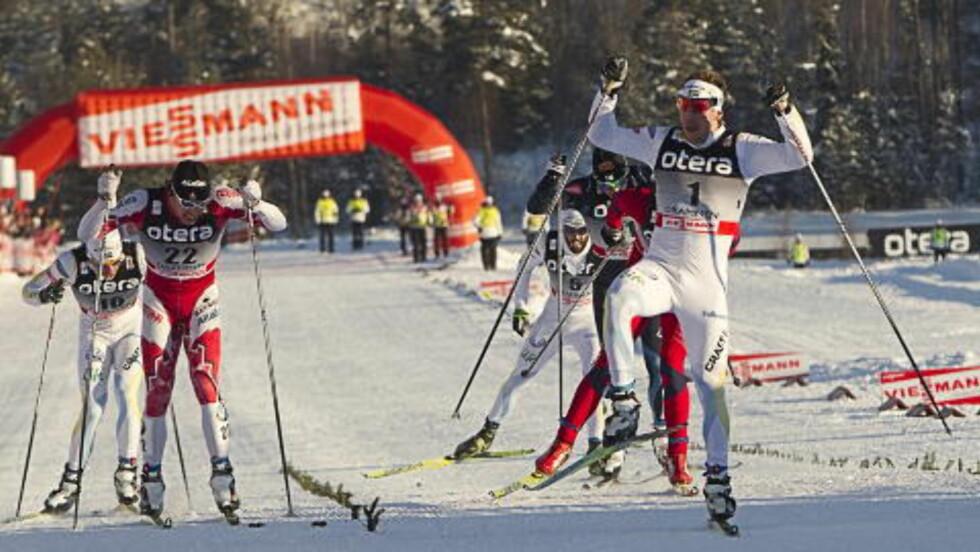 TROR IKKE PÅ JÖNSSON: SVT-kommentatoren tror ikke Emil Jönsson tar gullet på sprinten torsdag. Det tror han heller ikke Petter Northug gjør - men derimot Anders Gløersen.       Foto: Terje Bendiksby / Scanpix