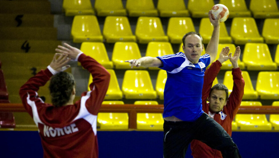 <strong>NY DHK-TRENER:</strong> Tidligere Byåsen-trener Geir Oustorp, her fra en landslagstrening i Ohrid i 2008, er ny Drammen-trener. Foto: Gorm Kallestad  / SCANPIX .